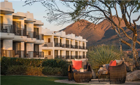 Cliffside view rooms overlooking the Four Peaks Lawn