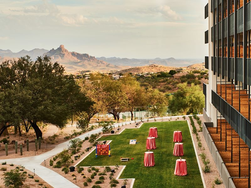 Red Mountain View Lawn in Scottsdale Hotel